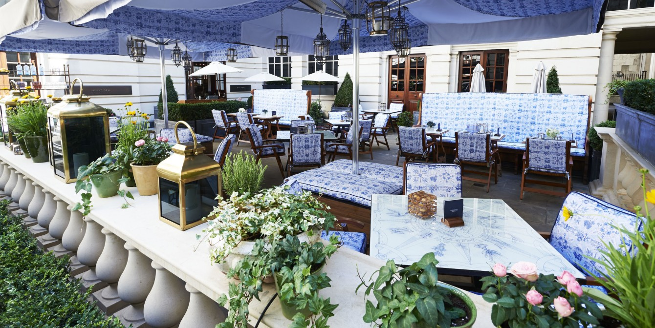 BOMBAY SAPPHIRE: The ultimate G&T terrace