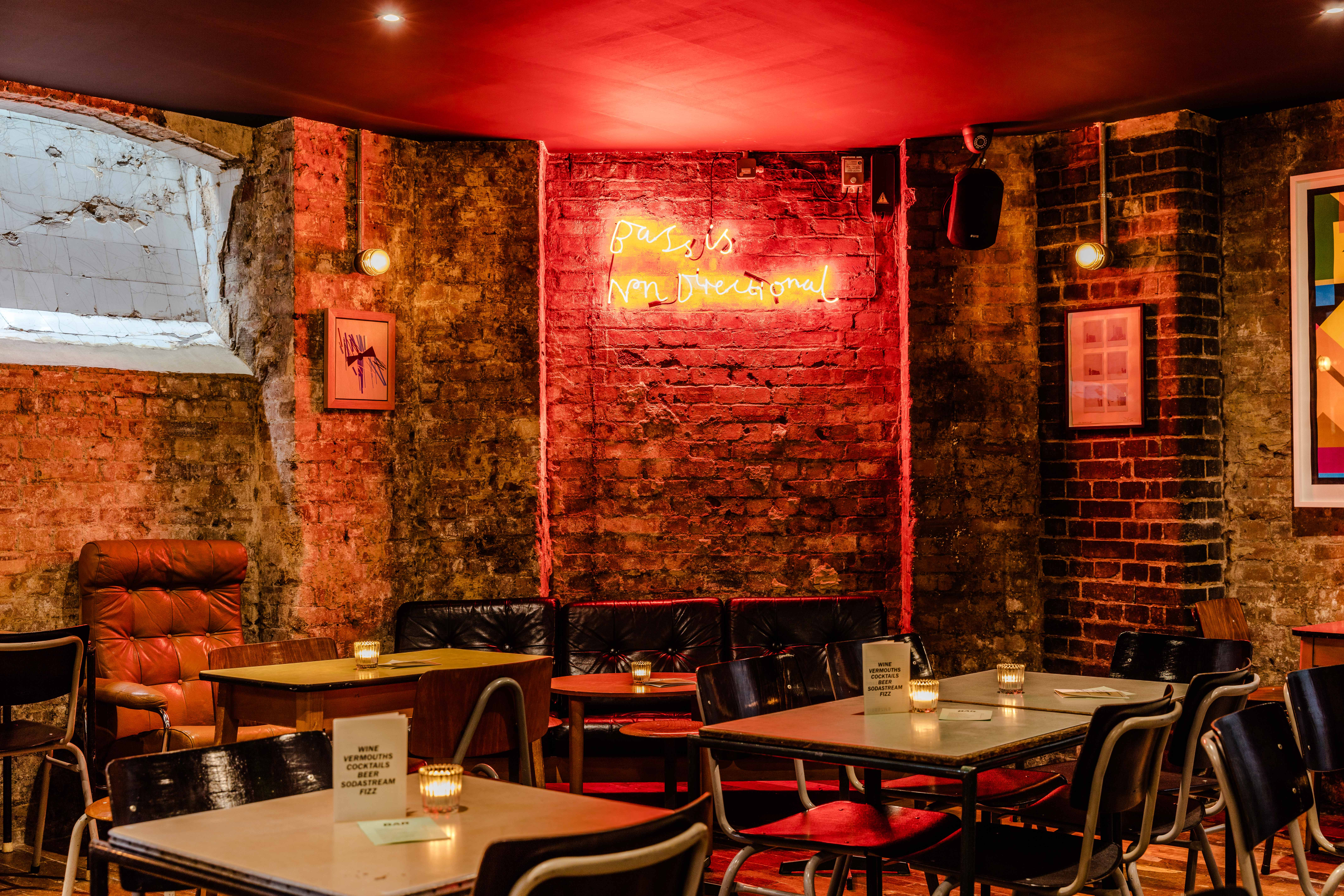 COIN LAUNDRY: 70s style dining, Review   It's Rude To Stare