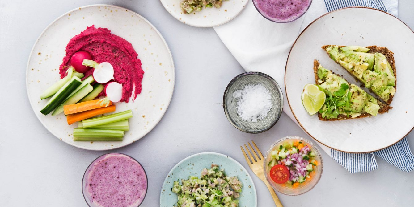 THE DETOX KITCHEN FITZROVIA: Beetroot brownies & cascading greens