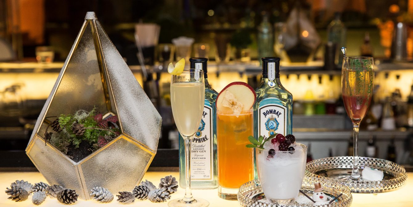 FESTIVE FUN AT THE SANDERSON HOTEL'S LONG BAR