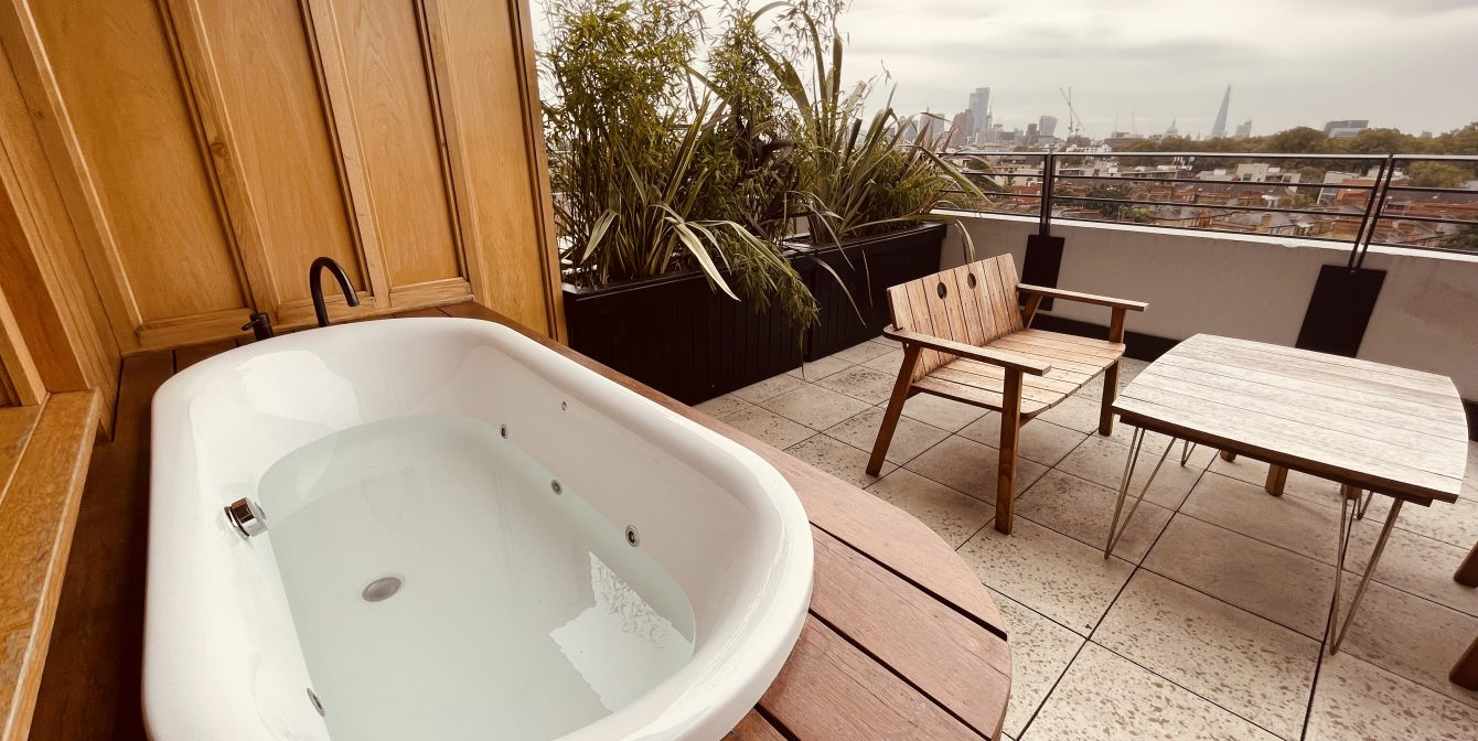 THE STANDARD, LONDON: The suite-est views in London with open-air bathtubs
